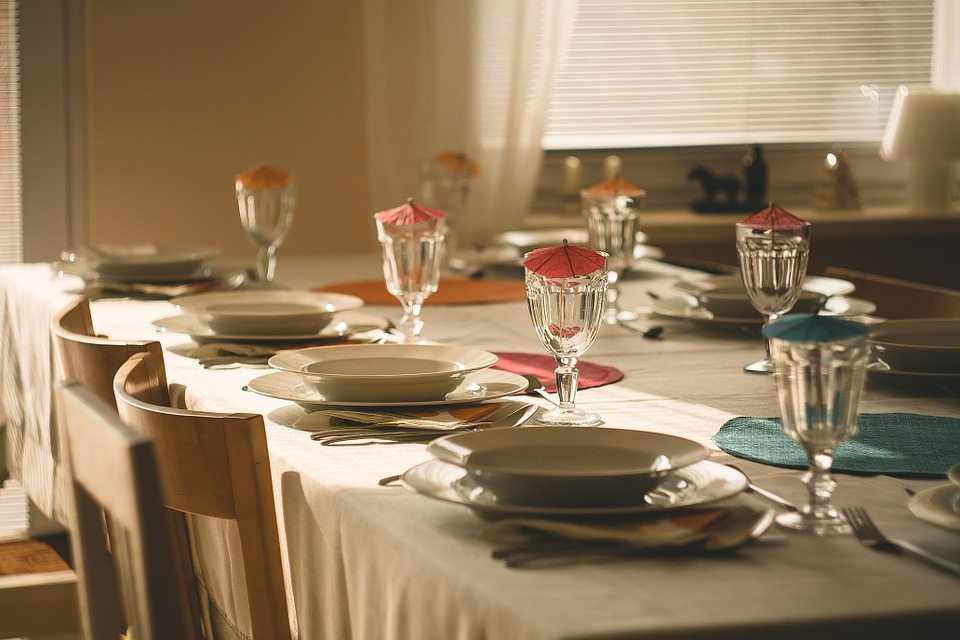dining-table-710040_960_720